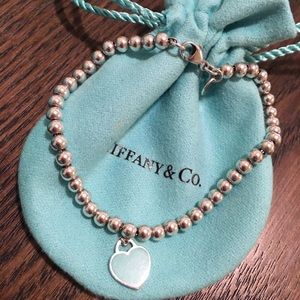 "Tiffany's 7"" beaded bracelet with blue heart"